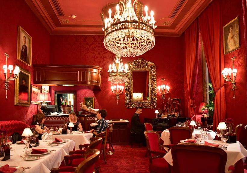 Vienna - Hotel Sacher - Rote Bar