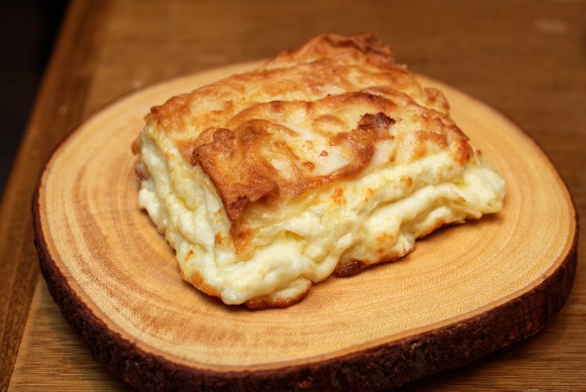 Georgian Cuisine - Cheeseboat - Achma