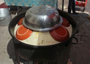 Tashkent - Chorsu Bazaar - Preparing Plov