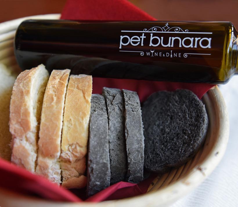 Zadar - Pet Bunara Restaurant - Bread and Olive Oil