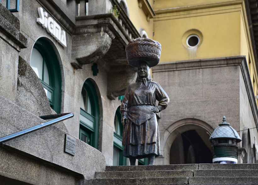 Zagreb - Dolac Market - Statue of Kumica Barica