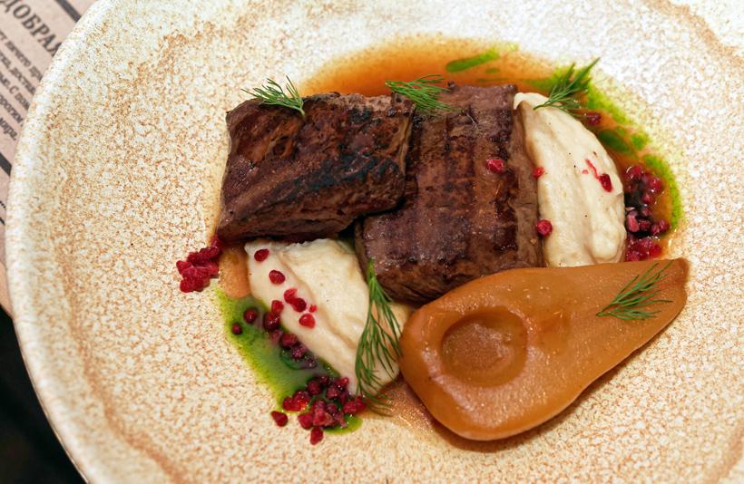 Arkhangelsk - Pochtovaya Kontora Restaurant - Grilled Deer Fillet with Smoked Pear